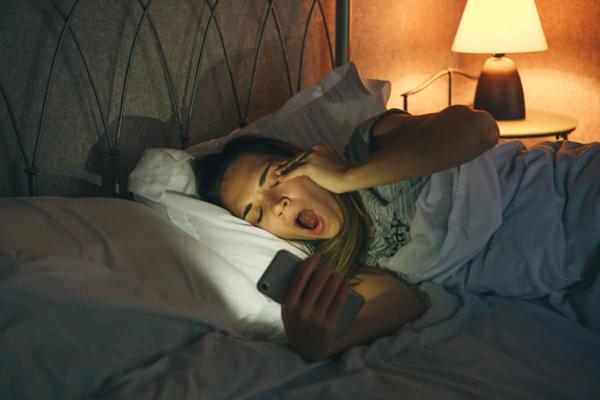 Tiếp xúc quá nhiều ánh sáng nhân tạo gây ảnh hưởng tiêu cực tới sức khỏe