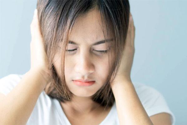 Lý do bạn nghe thấy tiếng ù trong tai