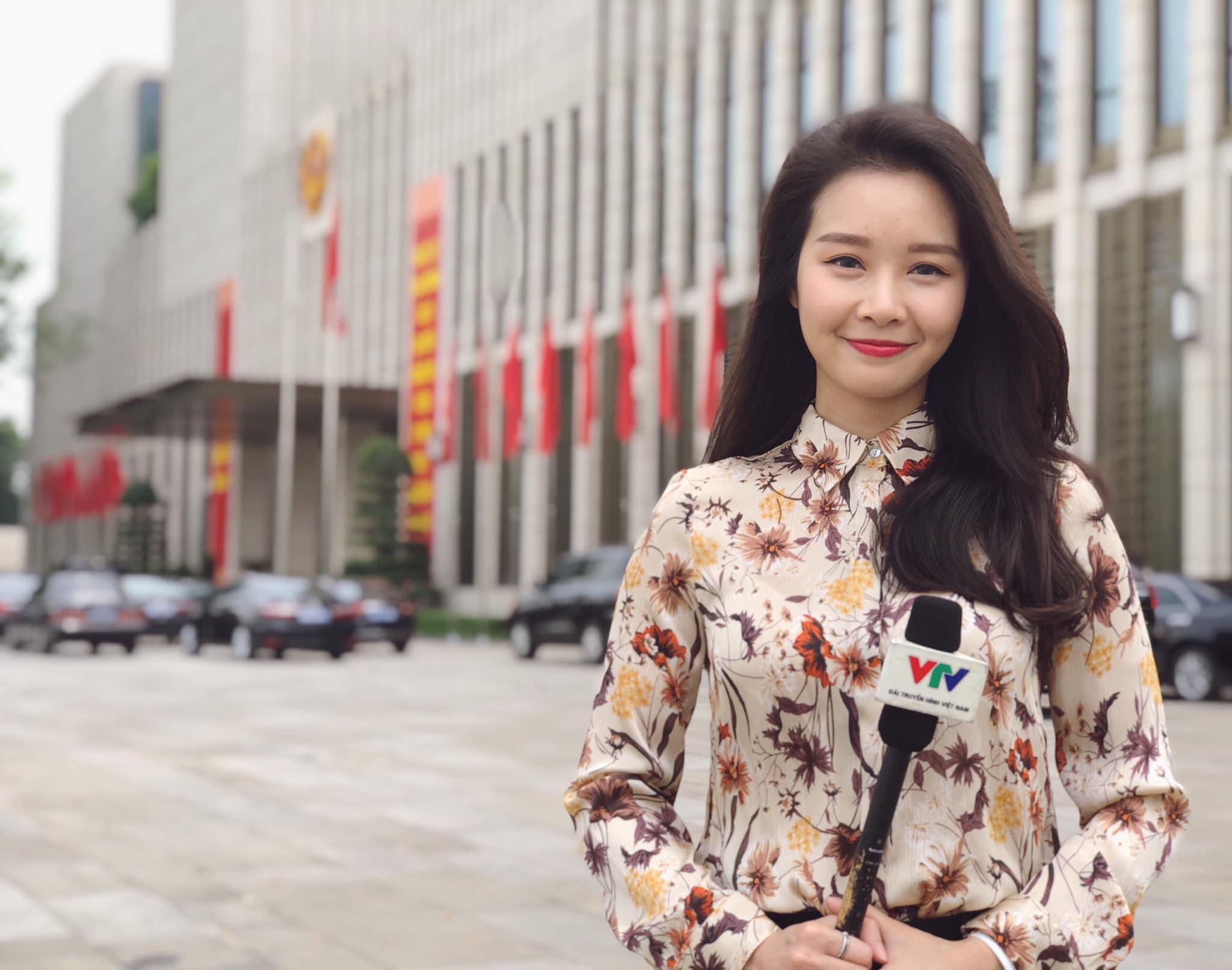 Biên tập viên VTV bị cắt sóng vì mặt quá trẻ sau khi dẫn 3 tháng