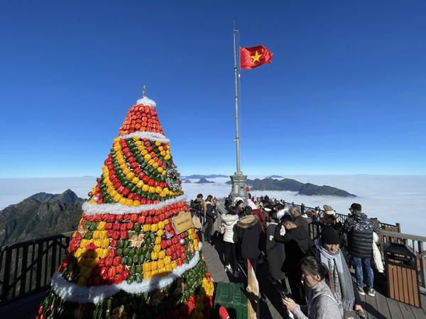 Săn mây, đón tuyết, vui lễ hội mùa đông - lý do để đi Sa Pa ngay