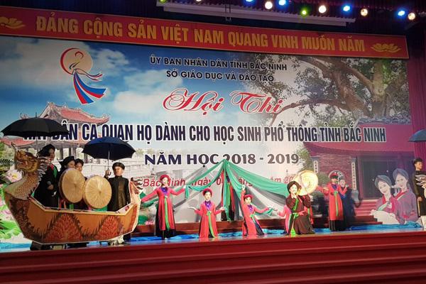Học sinh Bắc Ninh học hát quan họ trong trường để yêu quê hương đất nước