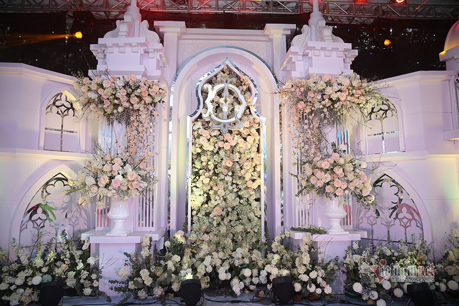 Cận cảnh rạp cưới 2 nghìn khách mời của Bùi Tiến Dũng - Khánh Linh