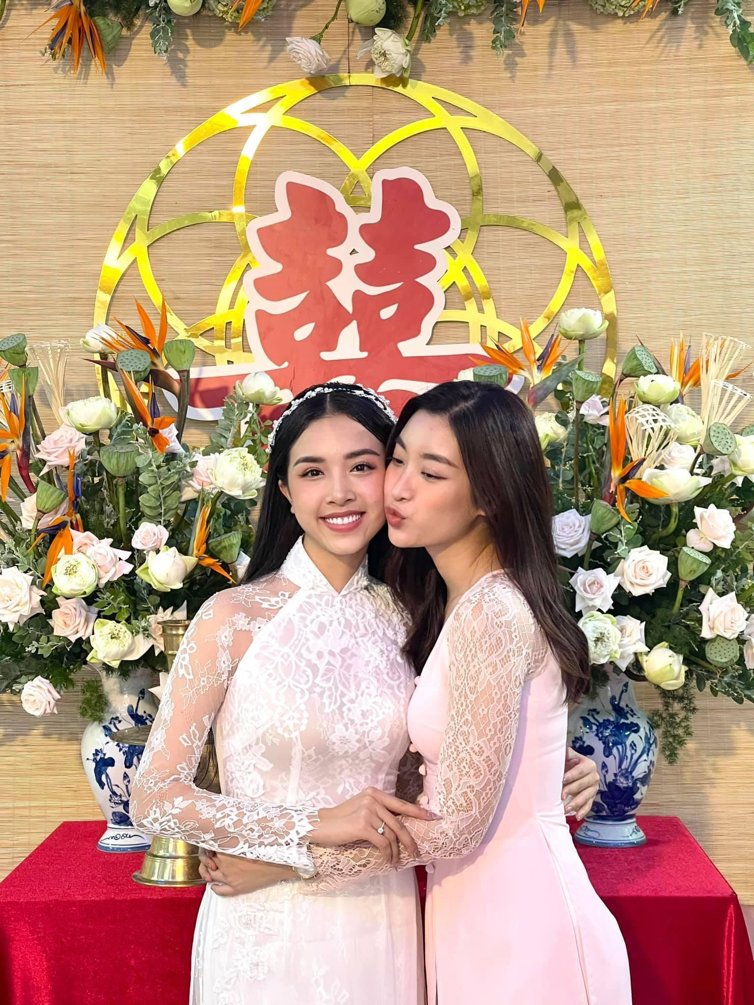 Á hậu Thúy An đeo 13 cây vàng trong đám cưới