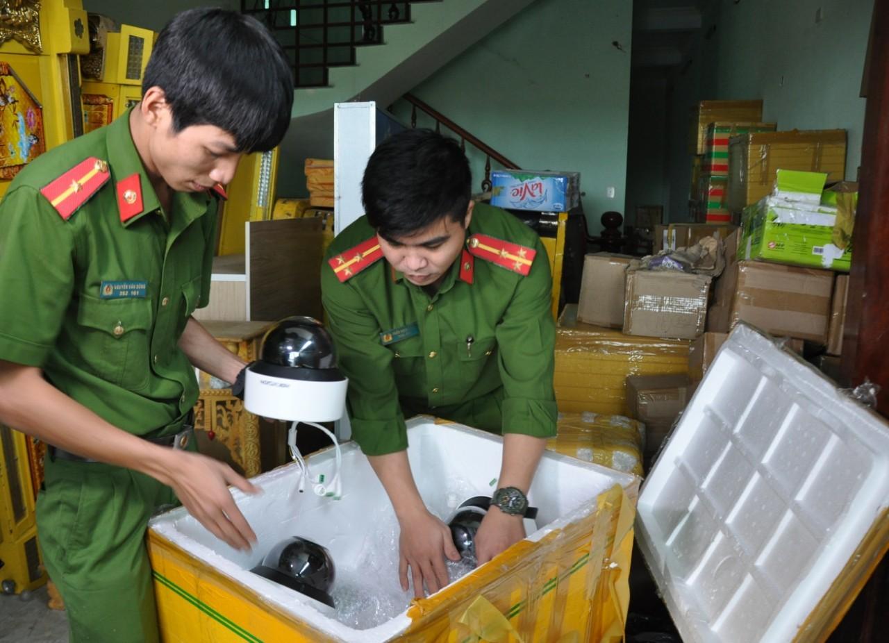 Bắt hàng trăm thùng chứa thẻ chíp phục vụ cho sòng bạc ở Đà Nẵng
