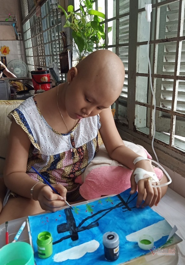 Bị khối u chèn dây thần kinh, bé gái có nguy cơ mù lòa, bại liệt