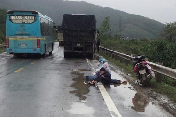 Trên đường đi về quê, cả gia đình bị xe container tông