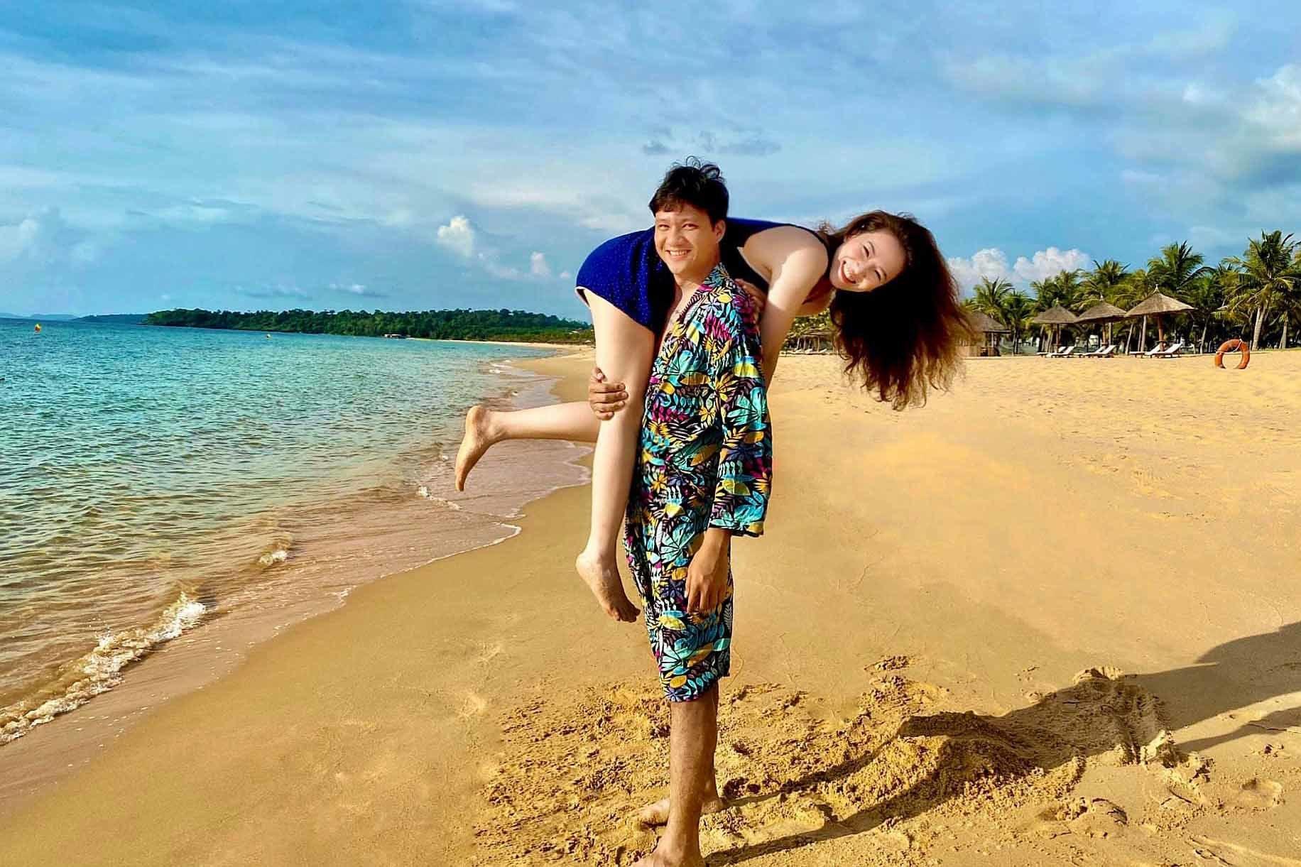 Khoảnh khắc hạnh phúc của vợ chồng Đan Lê - Khải Anh