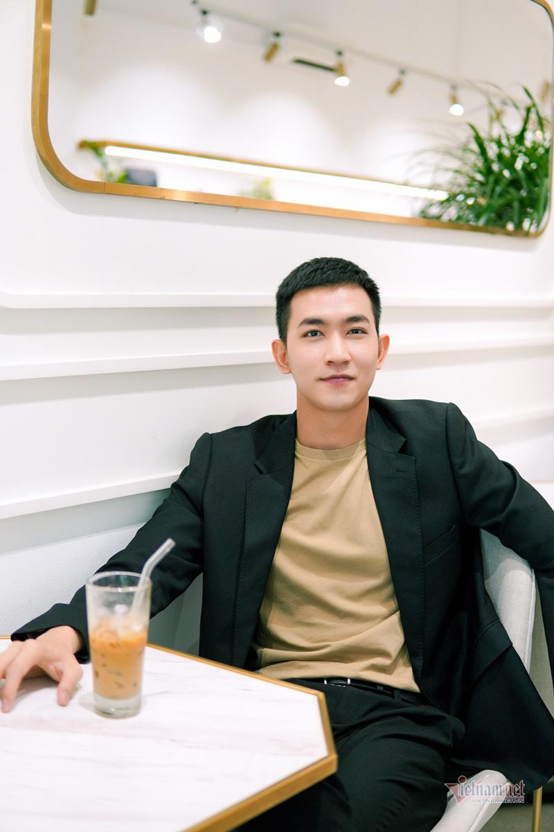 vo canh toi bi don la trai bao nhung mai van ngheo 7 Sao Việt hôm nay 25/2: Phút bình yên của Chí Trung và bạn gái ở quê