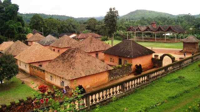 Cung điện độc đáo toàn nhà cấp 4 của ông vua có 100 vợ và 500 con