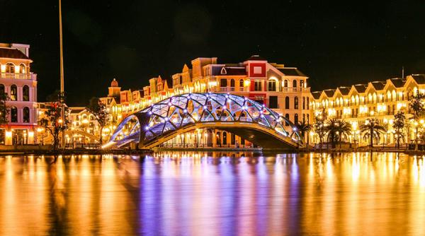 Thành phố biển đảo đầu tiên của Việt Nam 'đón bão' đầu tư