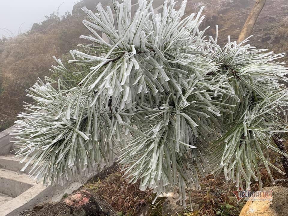 Mẫu Sơn còn âm 3,4 độ C, băng giá bao phủ nhiều nơi