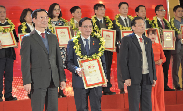 HDBank đạt top 50 doanh nghiệp xuất sắc nhất Việt Nam 2020