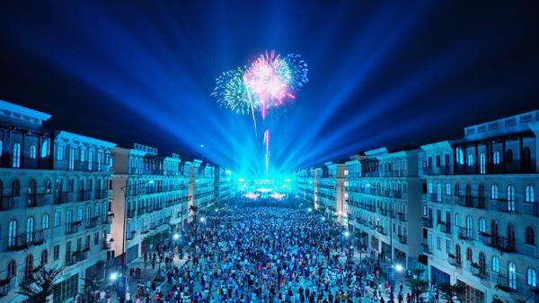 Nam Phú Quốc lộng lẫy pháo hoa chào đón đảo Ngọc lên thành phố