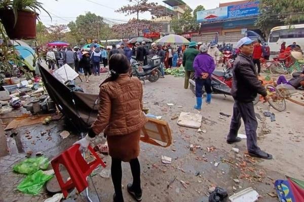 Ô tô lao vào chợ ở Hải Phòng, 7 người bị thương