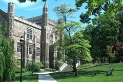 Trường đại học Mỹ tước bằng danh dự của ông Trump
