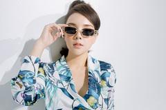 Hot girl Trương Thùy Linh: 20 tuổi tự sắm xế hộp sang chảnh
