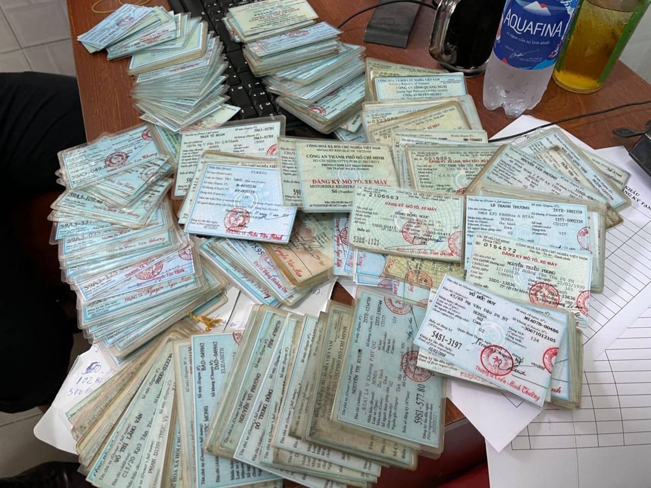 Đường dây làm thẻ ngành công an, giấy tờ giả cực lớn ở Sài Gòn