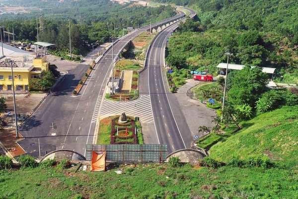 Tranh cãi quanh việc hầm Hải Vân 2 mở rồi lại đóng