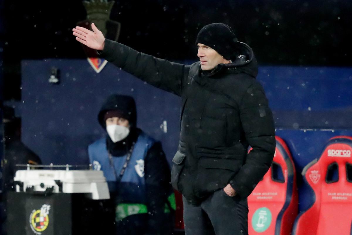 Real bị 'tra tấn' bởi bão tuyết, Zidane chỉ trích La Liga
