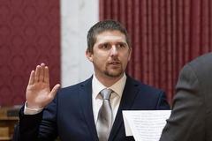 Nghị sĩ Mỹ từ chức vì tham gia đám đông tấn công vào Quốc hội