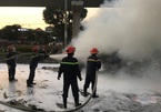 Xe container đang lưu thông bốc cháy nghi ngút, kèm nổ lớn ở TP Thủ Đức