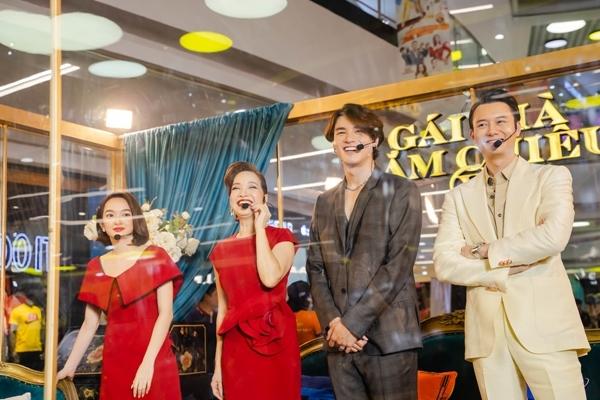 Kaity Nguyễn, NSND Lê Khanh bị nhốt trong 'lồng' đi quảng bá phim