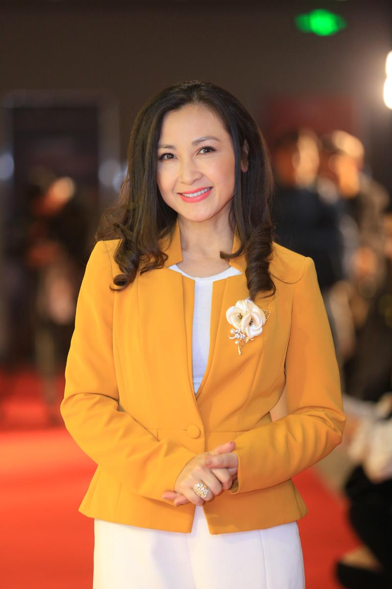 Diễn viên Khánh Huyền: 'Năm nay tôi ra Hà Nội đón Tết với mẹ'