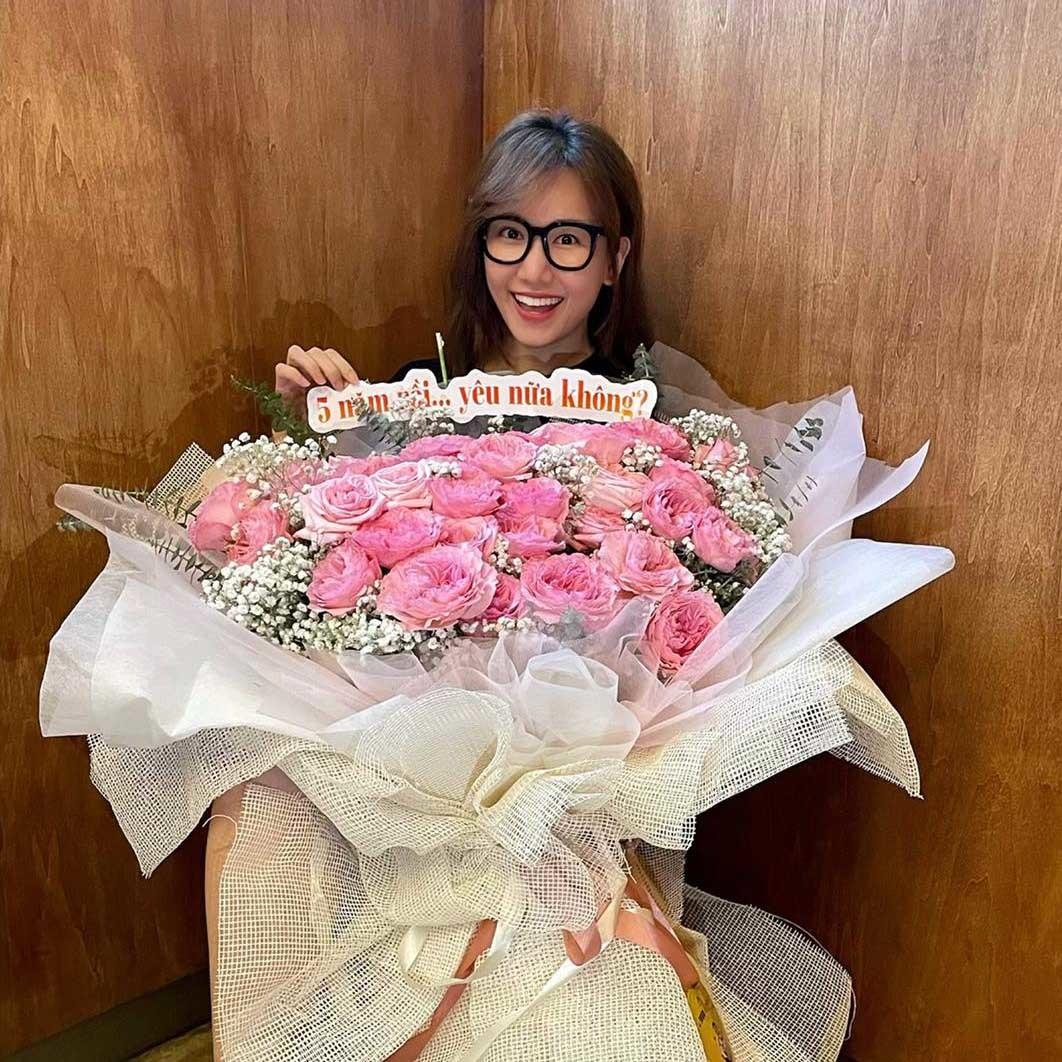 Trấn Thành - Hari Won hạnh phúc kỷ niệm 5 năm yêu