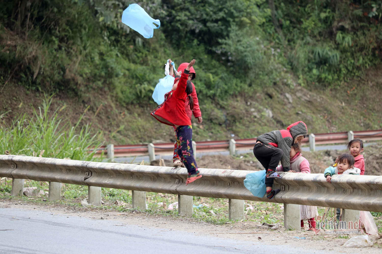 Những đứa trẻ đáng yêu trong giá rét Hà Giang