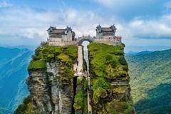 Những ngôi đền chùa linh thiêng tọa lạc vị trí đắc địa hiếm người ngờ tới