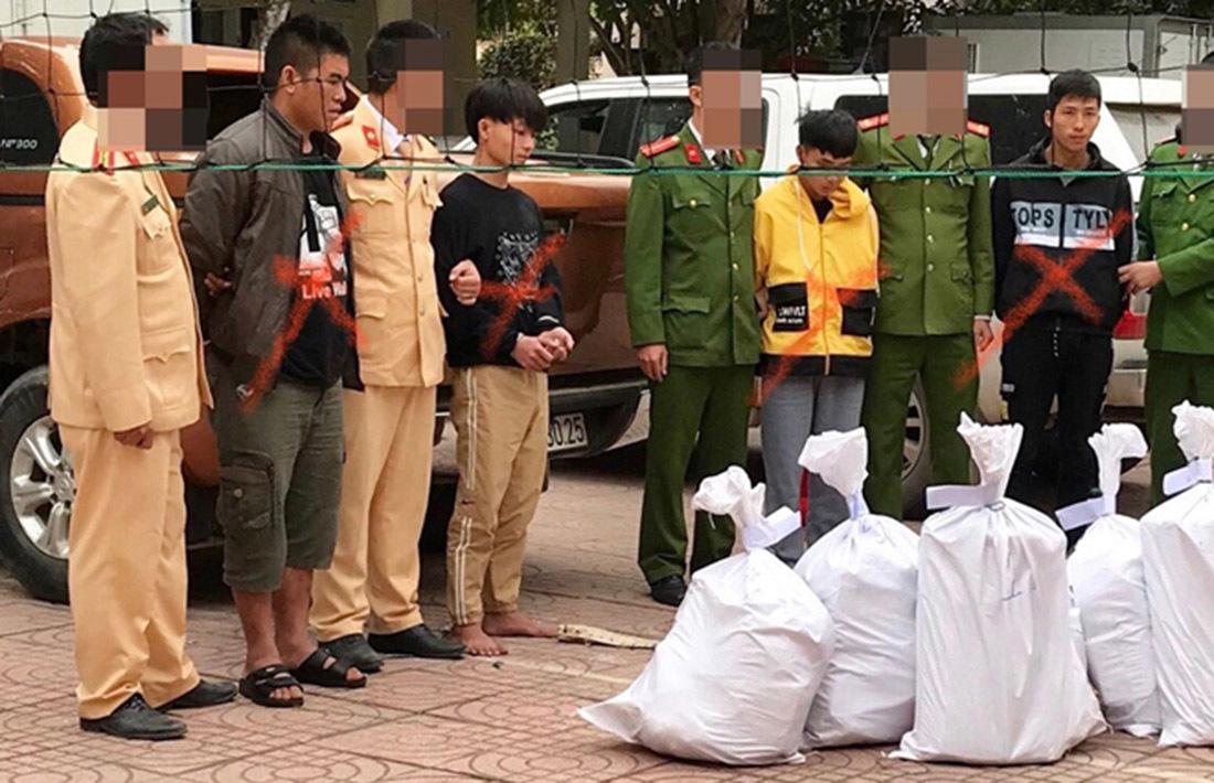 Hàng trăm bánh heroin xếp kín mặt bàn vụ nổ súng bắt ma túy ở Nghệ An