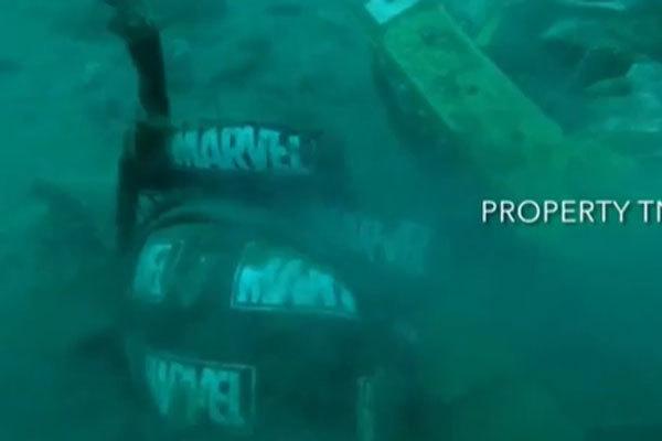 Video cận cảnh cảnh tượng hỗn độn dưới đáy biển nơi máy bay Indonesia rơi: Phương tiện bị phá hủy hoàn toàn, mảnh vỡ và thi thể người nằm rải rác