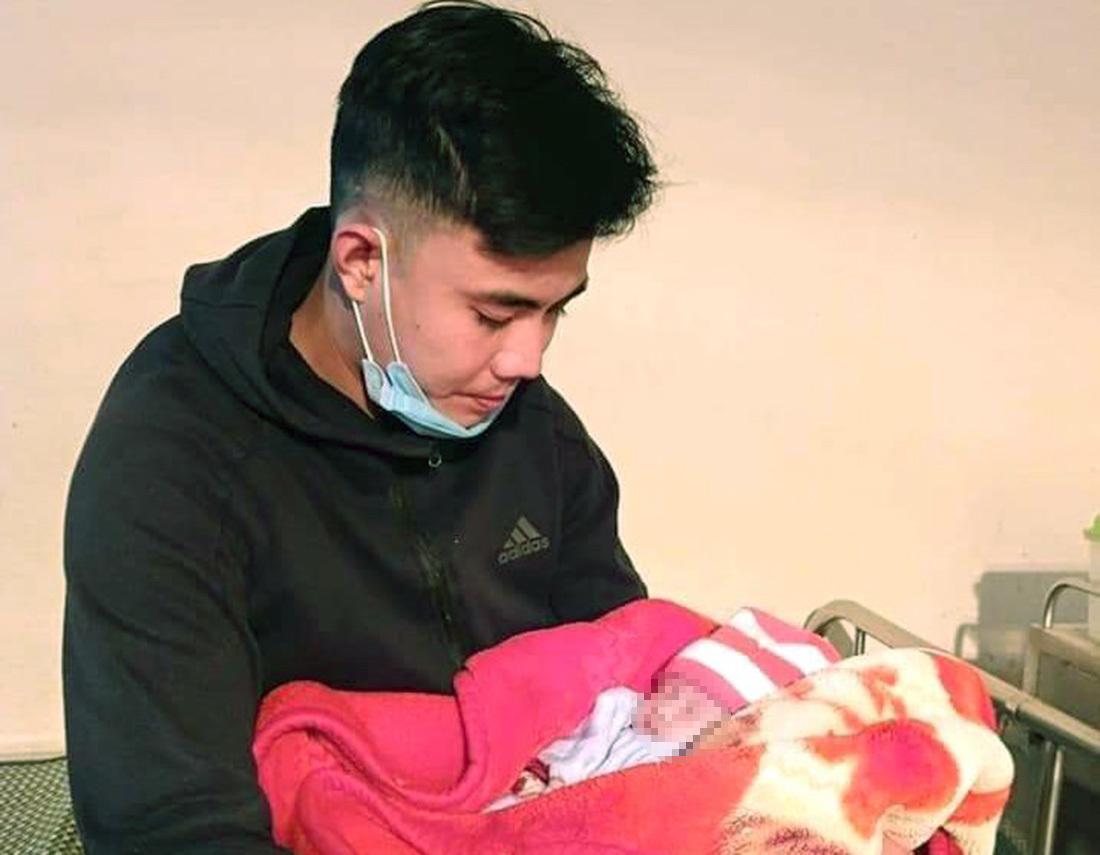 Bé gái sơ sinh bị bỏ rơi trong đêm giá rét kèm lá thư nhờ nuôi hộ