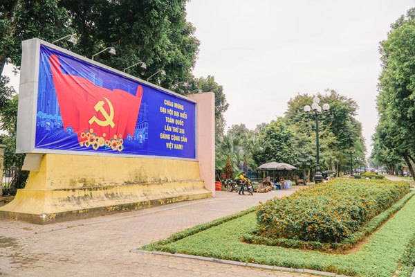 Hanoi streets decorated to welcome 13th National Party Congress