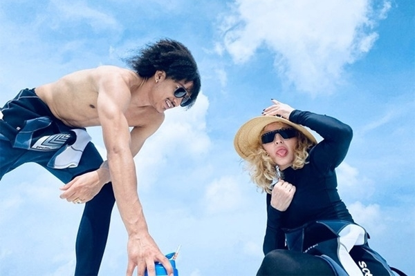 Madonna du lịch cùng người tình kém 36 tuổi