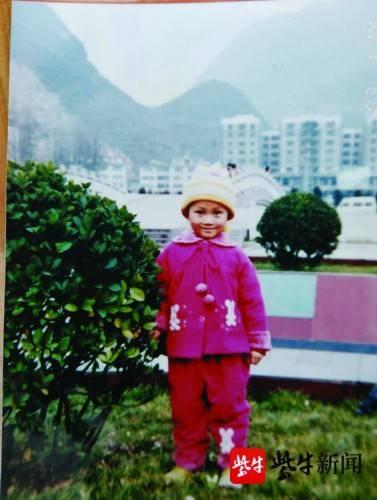 Nhận chiếc kẹo từ người lạ, bé gái 4 tuổi lạc mẹ suốt 18 năm