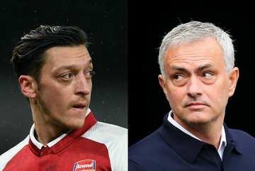 De Gea 'bay' cùng MU, Mourinho đáp trả gắt Ozil