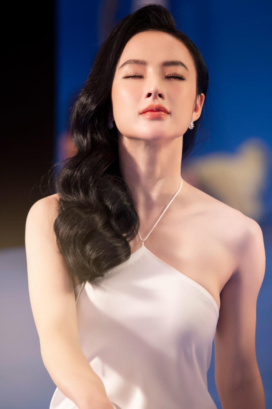 Angela Phương Trinh xinh đẹp như nữ thần trong bộ ảnh mới