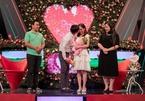 Cặp đôi mát-xa cho nhau trên sân khấu kết hôn sau 5 tháng hẹn hò