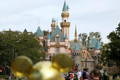 Mỹ ra quy định nhập cảnh mới, Disneyland thành nơi tiêm vắc-xin Covid-19