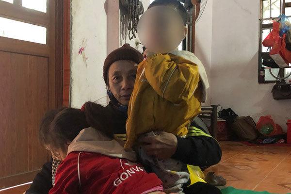 """Vụ 2 đứa bé bị """"bỏ rơi"""" trên đê sông Hồng kèm lời nhắn """"bố mẹ đều chết rồi"""": Màn kịch để hợp thức hóa việc nhận con nuôi?"""