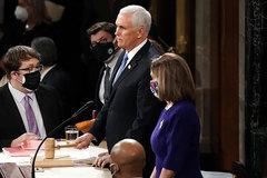 Phó Tổng thống Mike Pence bác đề xuất phế truất ông Trump