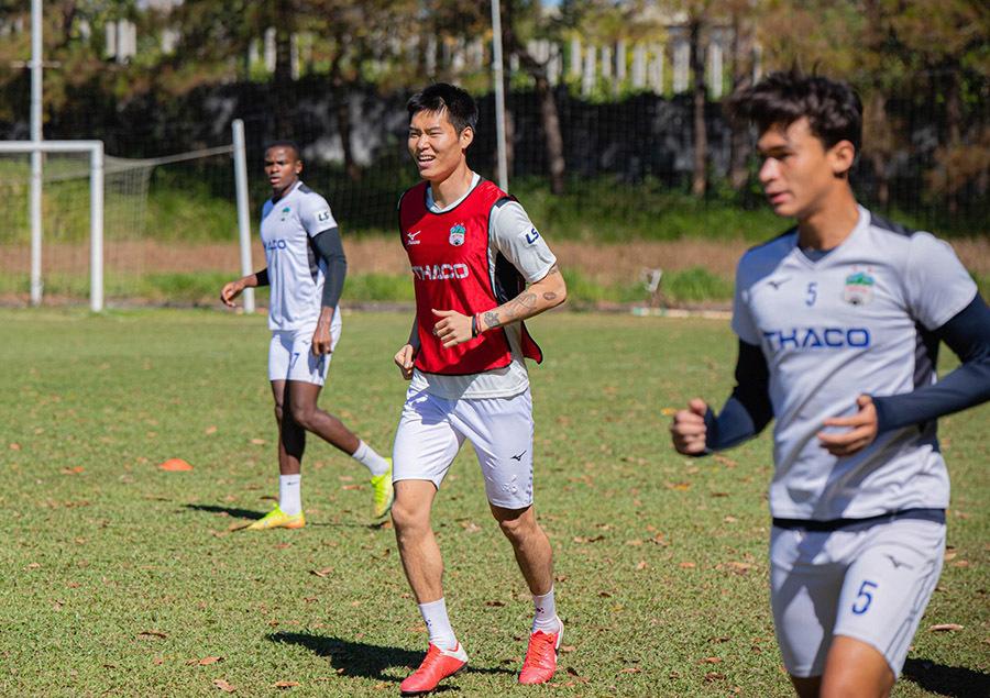 Kiatisuk chốt sổ ngoại binh, 'tuyên chiến' cuộc đua vô địch V-League