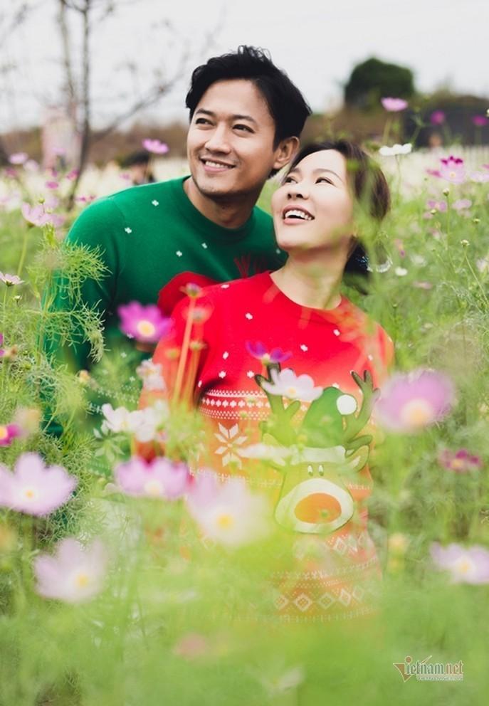biet thu day hoa cua dien vien quy binh va ba xa doanh nhan 18 Sao Việt hôm nay 25/2: Phút bình yên của Chí Trung và bạn gái ở quê