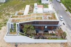 Căn nhà Việt có ngoại hình khúc khuỷu giúp gia chủ tiết kiệm 30% chi phí sinh hoạt