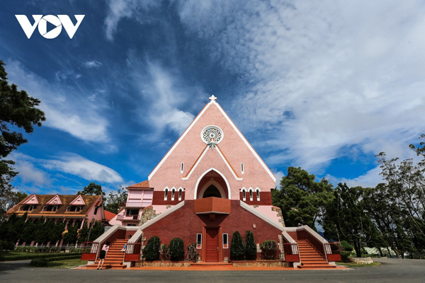 Visiting old pink Catholic Church in Da Lat