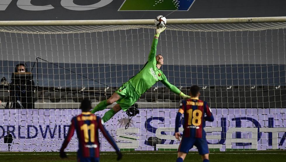 Barca vào chung kết sau loạt luân lưu nghẹt thở