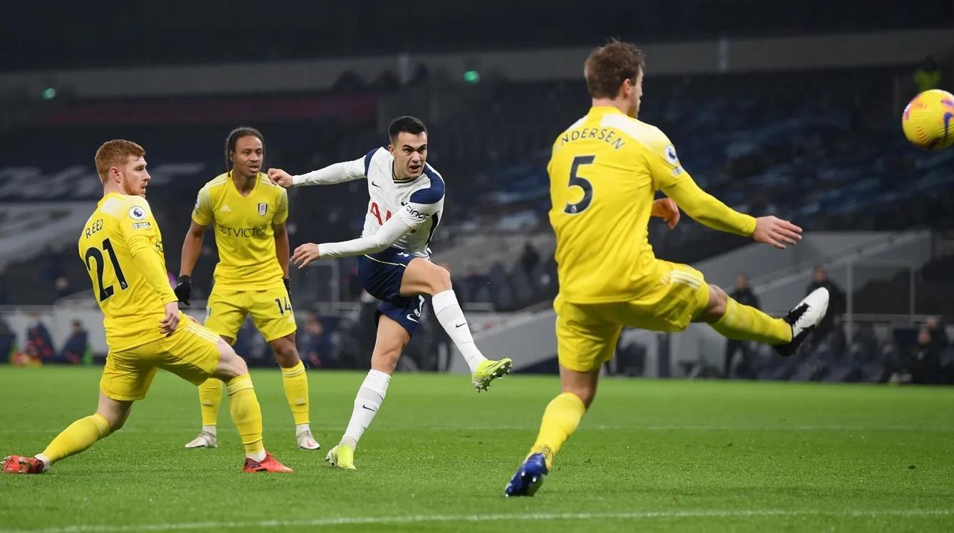 Tottenham bị Fulham cầm chân, Mourinho cứng họng