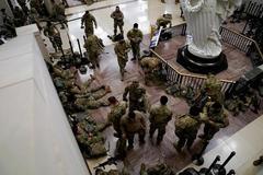Hình ảnh trụ sở Quốc hội Mỹ biến thành 'căn cứ quân sự'