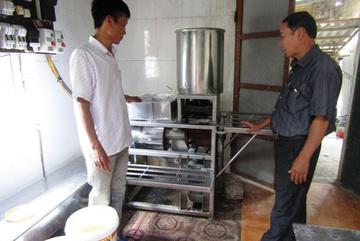 Một ông nông dân tỉnh Quảng Trị sáng chế ra máy làm bún, phở tự động, nhiều người mua, mang ra cả nước ngoài